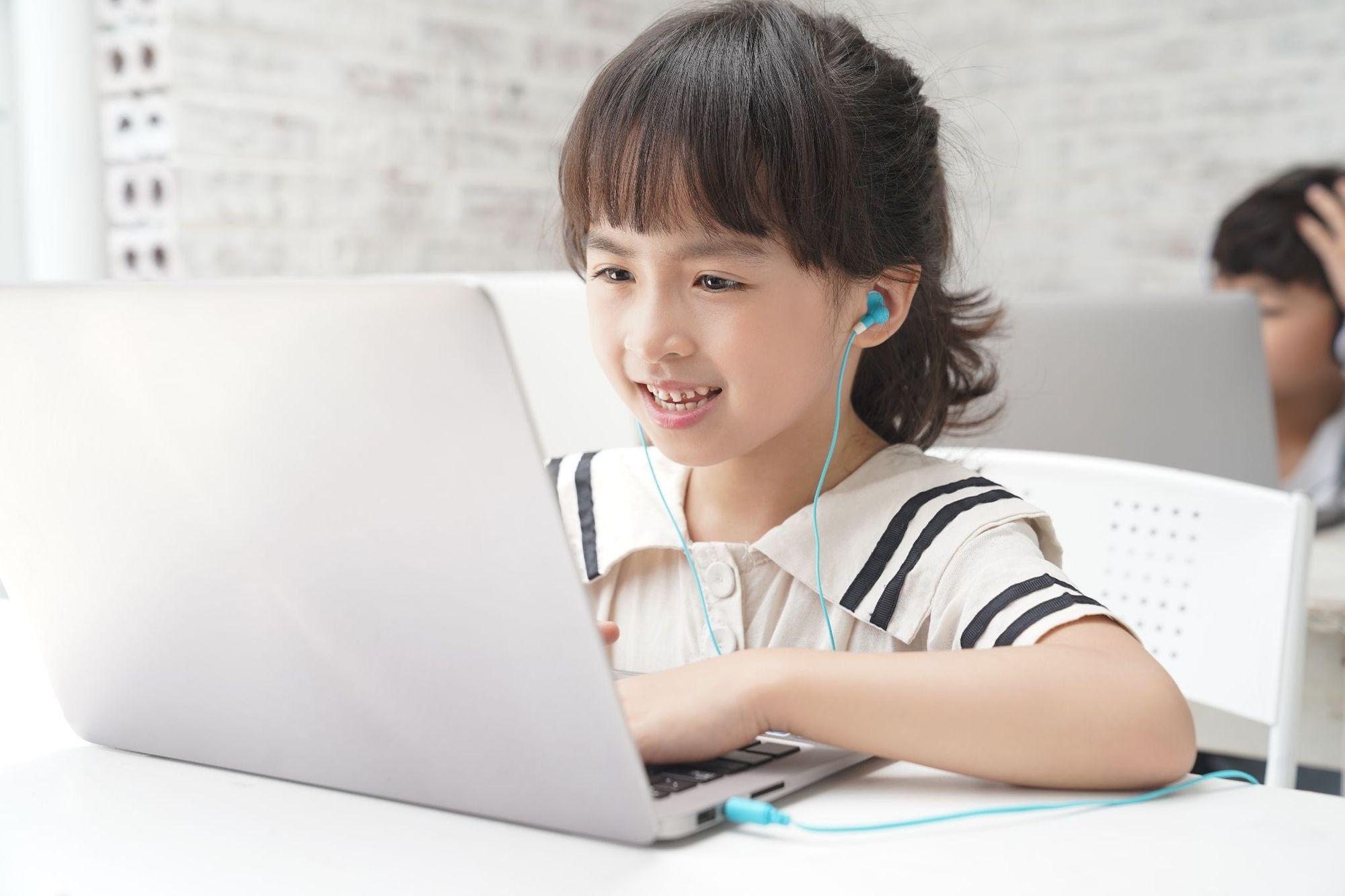 Cách kiểm soát trẻ xem YouTube có nội dung độc hại
